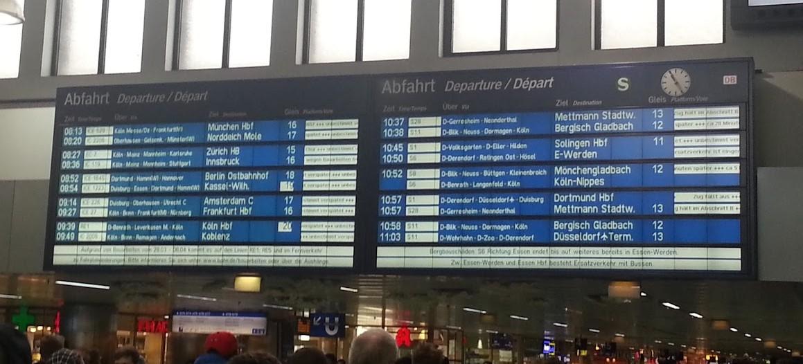 Anzeigetafel Düsseldorf Bahnhof