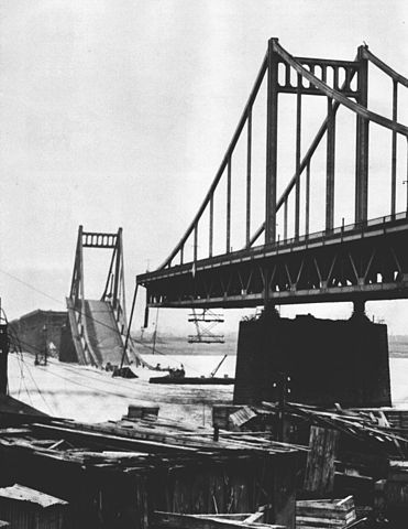 Zerstörte Uerdinger Rheinbrücke