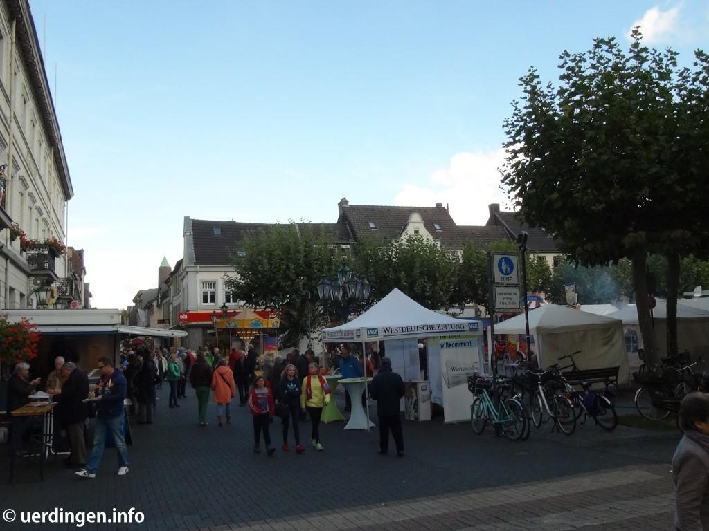 Nach und nach füllte sich die Uerdinger Altstadt